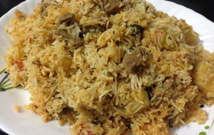 Gulbar Ka Thari Pulao (Mutton&Chicken)